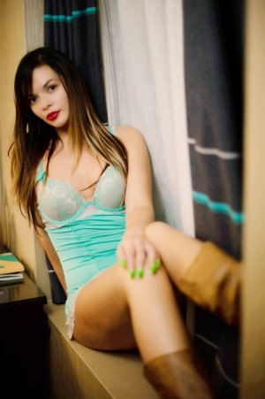 Oumama cheap live escort
